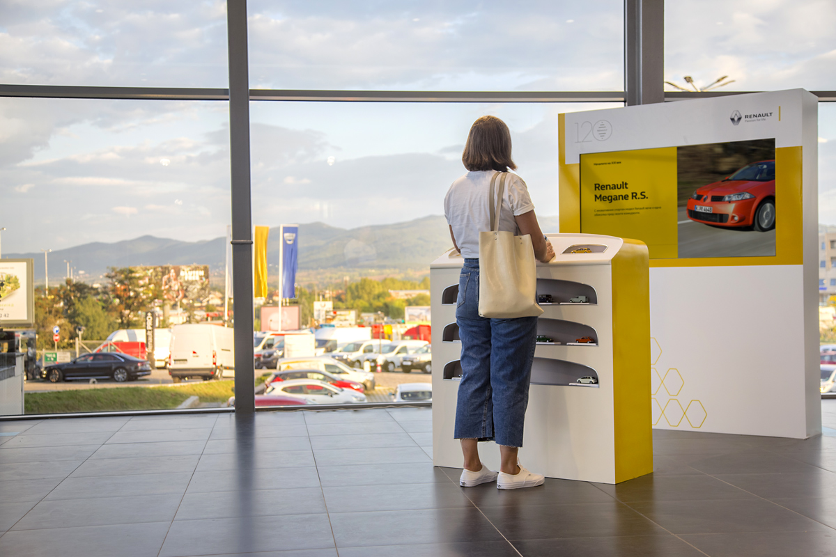 The Kontakt launched an installation dedicated to Renault's 120th birthday